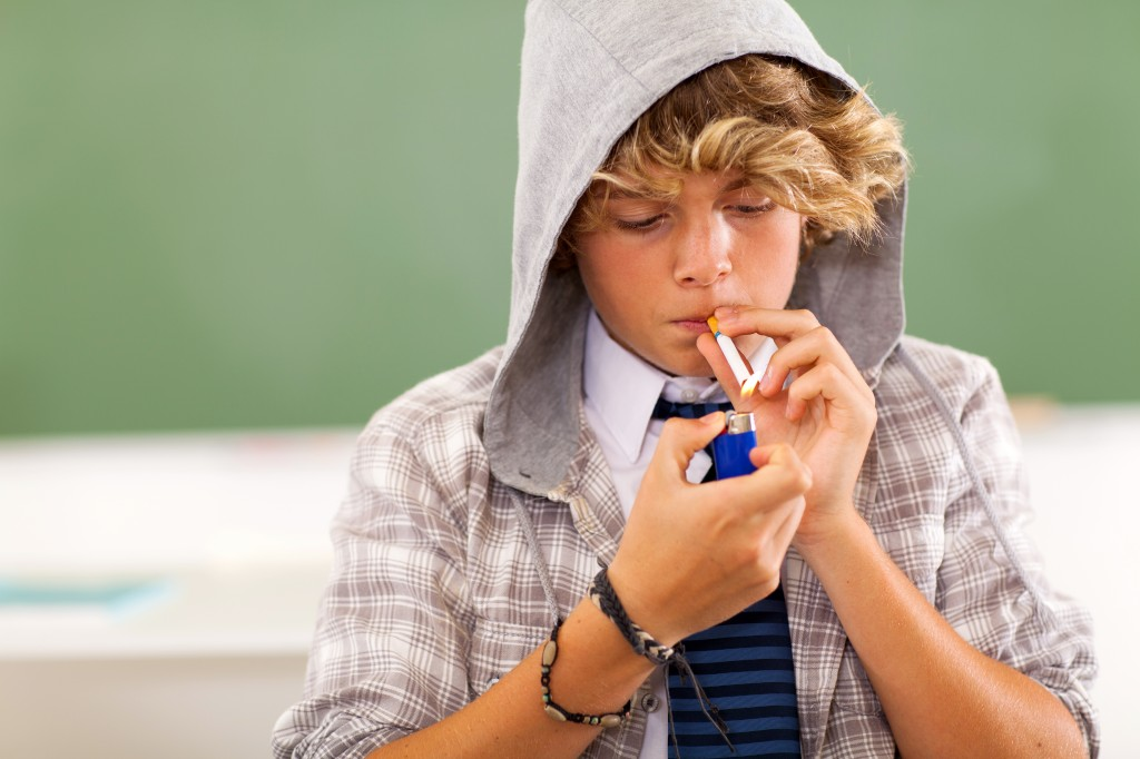 why teens smoke cigarettes Reasons why people start and continue to smoke as smoke as many cigarettes or more there are several reasons as to why children or teenagers start smoking.
